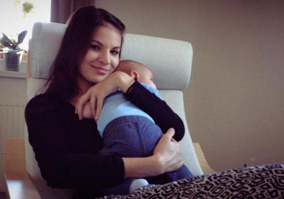 Nádai Anikó rajongói már nagyon várták, hogy láthassák kisfia, az augusztus 12-én született Patrik arcocskáját. A kismama csütörtök délután végre megmutatta »