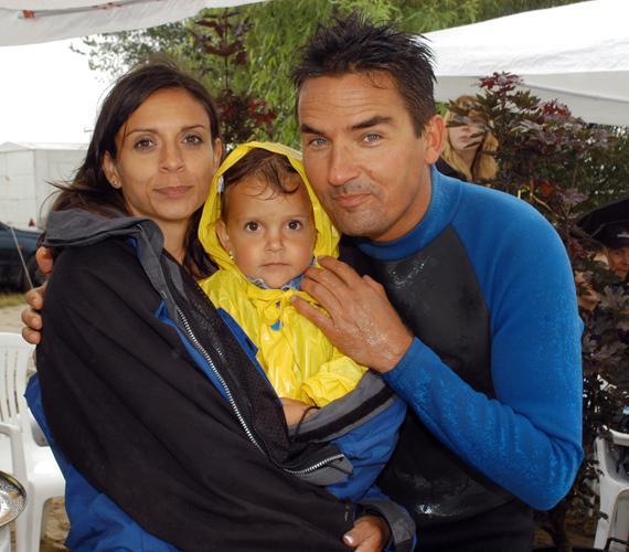 Gajdos Tamás és felesége első gyermekükkel, a tündéri Dominikával.