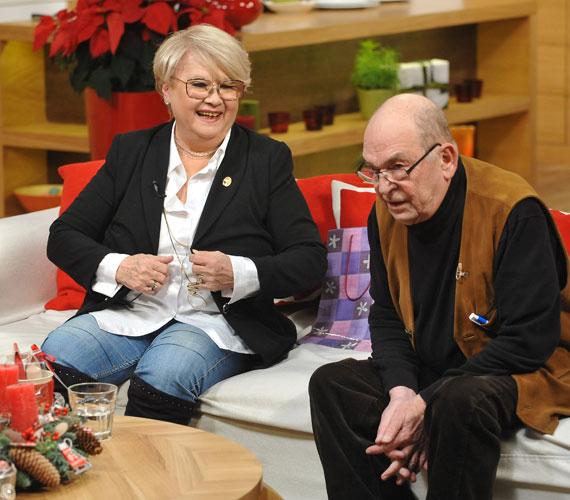 Bodrogi Gyulával a Mici néni két élete című darabban is együtt játszik. A vígjátékot december 26-án játsszák legközelebb a József Attila Színházban, melynek a színésznő kereken 30 éve tagja.
