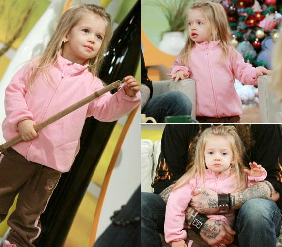 2010 decemberében az RTL Klub reggeli műsorának karácsonyi díszbe öltözött stúdiójába látogatott el édesapjával.