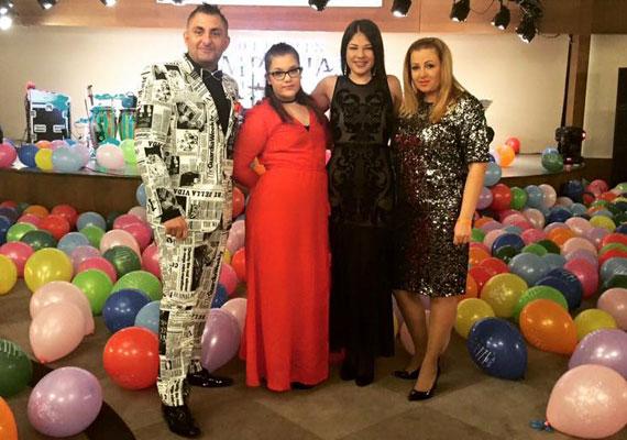 Gáspár Győző és családja ezzel a fotóval búcsúztatta a 2015-ös évet. Jól látható, hogy a hölgyek közül Evelin a legkarcsúbb.