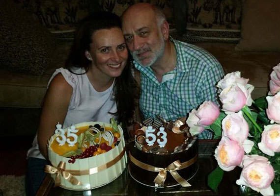 Az énekesnő, Csézy 2014 augusztusában mondta ki a boldogító igent nála 18 évvel idősebb párjának.