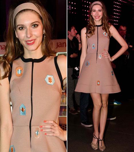BogiAz év énekesnője kategória egyik jelöltje, Dallos Boglárka egy Tomcsányi Dóra által tervezett különleges ruhájában jelent meg.