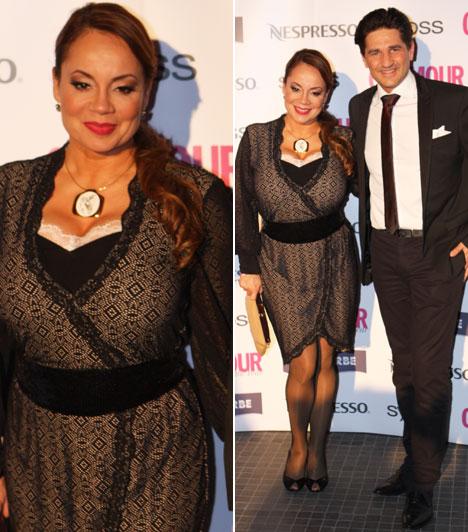 Csisztu Zsuzsa  A DIGI TV műsorvezetője egy nőies idomait kihangsúlyozó koktélruhában pompázott. A partira férje kísérte el.