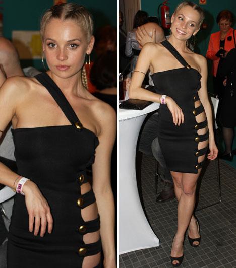 Iszak EszterA VIVA TV műsorvezetője az est egyik legszexibb ruháját viselte, ami nem mellesleg egyedi tervezésű volt.