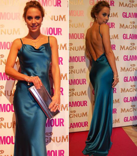 Kiss Ramóna                         A Glamour Women of the Year 2013 A legjobb színésznő kategóriájának egyik jelöltjeként a Barátok közt sztárja egy türkizkék színű Dalaarna estélyiben érkezett a gálára.