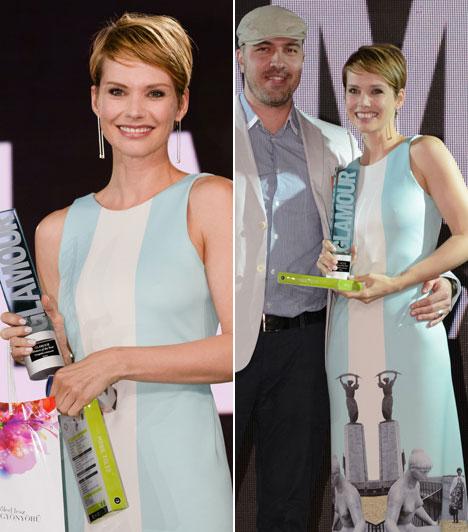 Osvárt AndreaA legjobb színésznő díját elnyert sztár a USE unused egy extravagáns darabját választotta a gálára, azon a Gellért-hegyen található szabadságszobor képe is látható.