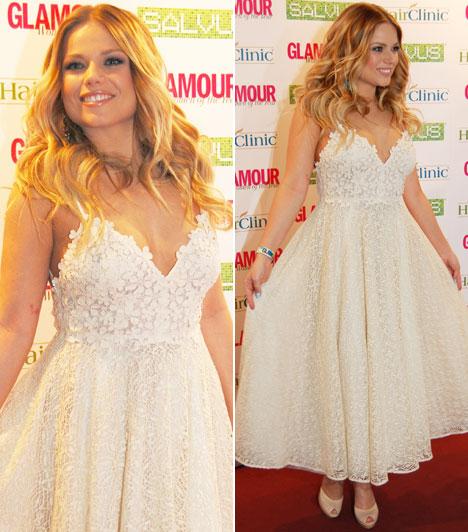 Cserpes Laura                         Az énekesnő virágos, csipkés ruhájában úgy libbent be a Glamour-gálára, mint egy tavasztündér.