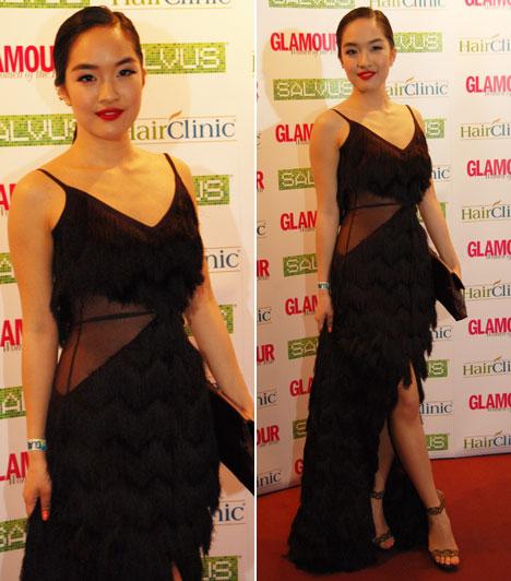 Hien  A 2015-ös Glamour Women of the Year legjobb énekesnője a Madleine Couture, vagyis Ruzsa Magdolna divattervező rojtokkal különlegessé tett fekete estélyi ruhájában lépett a vörös szőnyegre.