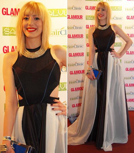 Horány Juli  A 2014-es X-Faktor gyönyörű énekesnője a Glamour-gála egyik legszebb estélyi ruháját viselte, amelynek megálmodója Gyöngyösi Renátának, az INER tervezője.