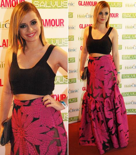 LolaAz énekesnő a Prieston divattervezőjének, Nagy Noéminek fekete-pink, virágmintás kreációját viselte.