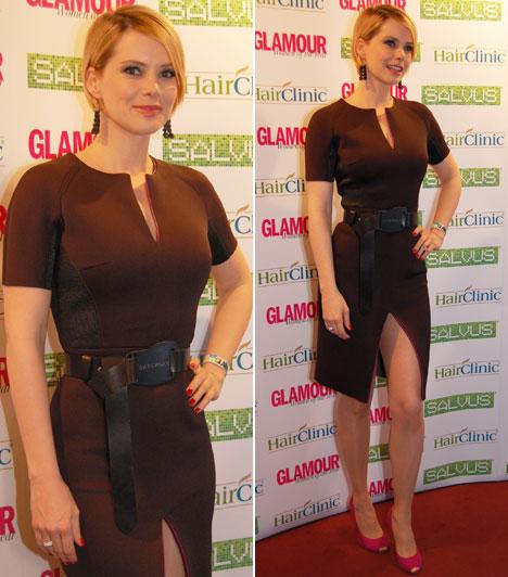 Osvárt Andrea2014 után az idei évben is ő vehette át a Glamour Women of the Year legjobb színésznőnek járó díját. A gálára Napsugar von Bittera testhezálló, fekete kreációjában érkezett.