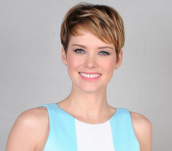 Osvárt Andrea, az egykori modellből lett nemzetközi hírű színésznő Olaszországban is sztár. Az év elején a Megdönteni Hajnal Tímeát című magyar mozifilmben, decemberben pedig a Zűrös olasz esküvő című olasz filmben volt látható.