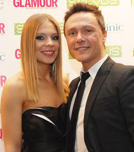 Munkácsy Kata és Serbán AttilaA Madách Színház színésze olyan fiatalos, hogy fel sem tűnik az a 16 év korkülönbség, ami közte és színésznő szerelme, a Barátok közt egykori szereplője között van.