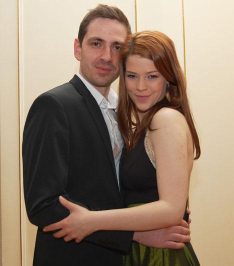 Muri Enikő és párja  Az énekesnő, színésznő és párja, Károly az est egyik turbékoló szerelmespárja volt, sokszor összebújtak, a fotósok előtt sem jöttek zavarba, ha csókot váltottak.