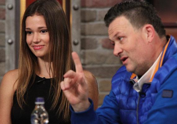 Gyönyörű, modellalkatú ifjú hölgy lett Galambos Lajos lányából. A 16 éves Boglárkát Hajdú Péter TV2-n futó műsorában, a Frizbiben láthatták a nézők szerda este. Még több fotót itt találsz róla »