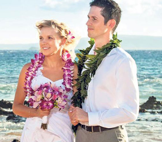 Malek Miklós és szerelme, Kasia Hawaiion tartotta mezítlábas álomesküvőjét 2013-ban. Egy év jegyesség után házasodtak össze.