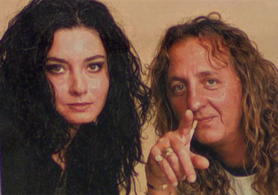 Sok pletyka keringett arról, hogy a néhai Zámbó Jimmy énekessel is viszonya volt, de a színésznő ezt tagadta. Azt mondta, életében ötször, hatalálkozott vele, semmilyen kapcsolatban nem álltak egymással.