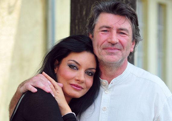 Harmadik férjének, Somogyi Istvánnak azt köszönheti, hogy rendezőként 'legombolta' róla a megfelelési kényszert, valamint a férfi az édesapja a színésznő kisebbik fiának, Álmosnak.