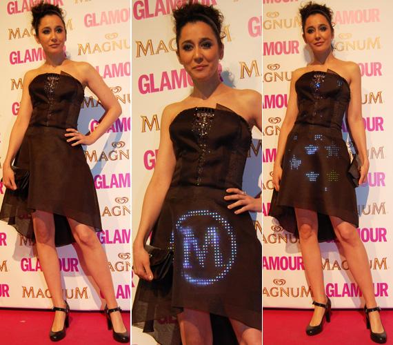 A színésznő viselte a tavalyi Glamour-gála egyik legkülönlegesebb ruháját: a Cute Circuit által megálmodott kreáción a Twitter-üzenetek hatására különböző alakzatok villogtak. Még több fotó itt »