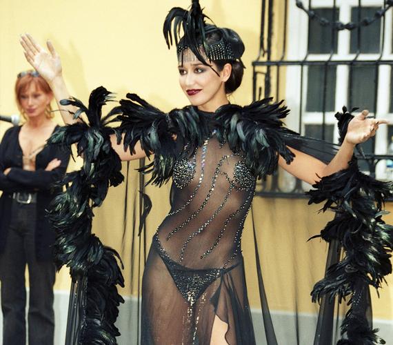 Gryllus Dorka igazi dívához méltóan nem szégyenlősködött a különleges divatbemutatón.