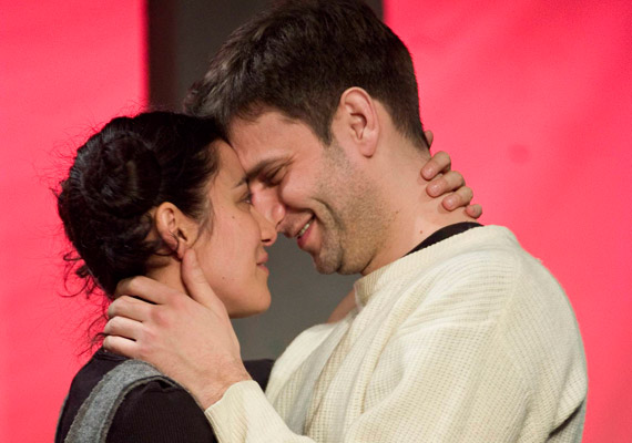 Először tehát a színpadon alkottak szerelmespárt, majd a magánéletben is hamar egymásra találtak.