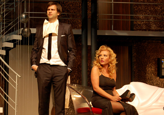 A Pletykafészek című darabban mások mellett Liptai Claudiával lépett a színpadra.