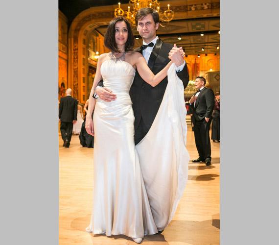 Gryllus Dorka és párja, Simon Kornél. A színész mellől már a Társas játék második évadának és a Megdönteni Hajnal Tímeát című mozifilmnek a premierjén is hiányoltuk a gyönyörű színésznőt.