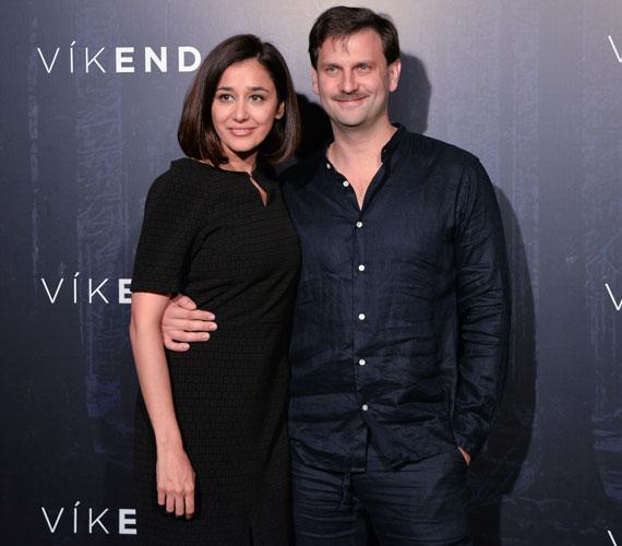 Gryllus Dorka és Simon Kornél, a Víkend főszereplői külön érkeztek a thriller premierjére, de csak a sok készülődés miatt. A fotósok elé már együtt álltak.
