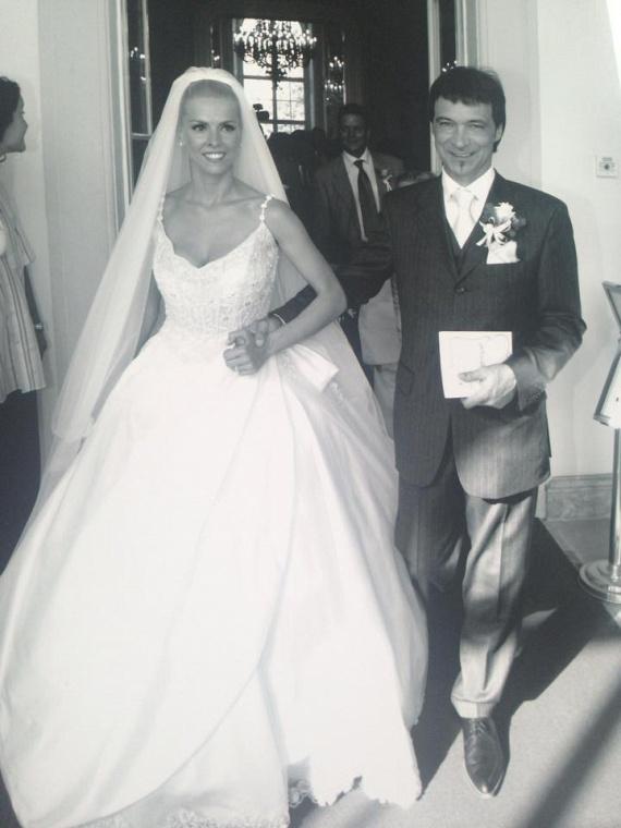 A boldog pár, miután kimondták egymásnak a boldogító igent. Hajas László és Judit az évek múltával is imádják egymást.