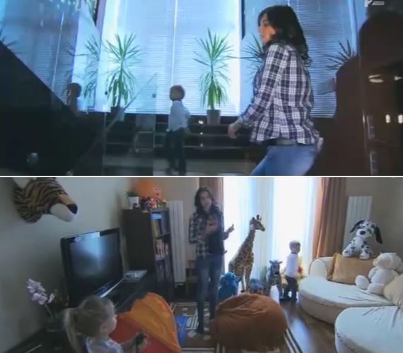 Az üvegkorlátú lépcsőn a gyermekek nappalijába érkezünk. Itt azt csinálnak, amihez csak kedvük szottyan.
