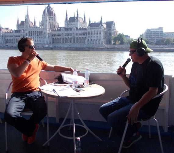 Visegrádtól Budapestig, a Music FM stúdiójáig vitték magukkal az utasokat, még a Parlament előtt is elhaladtak.
