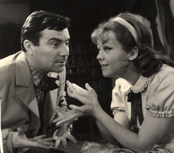 1964. április 24-én mutatták be a Madách Kamaraszínházban a Kathleen című darabot, amelynek címszerepét Halász Judit játszotta. A képen a fiatal Zenthe Ferenccel látható.