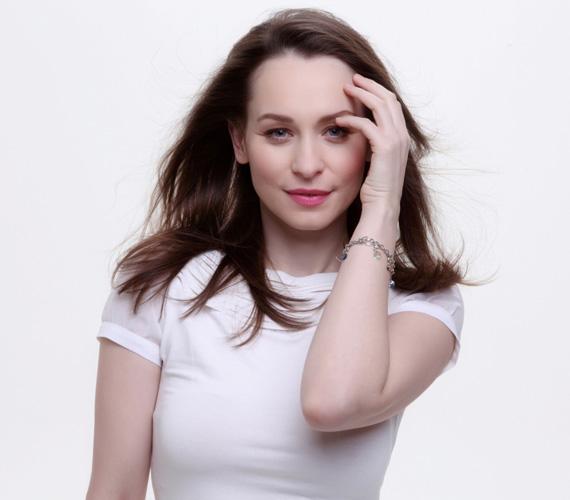 Hámori Gabriella az egyik legtermészetesebb színésznő, akit olyan sikerfilmekben láthattunk, mint az Állítsátok meg Terézanyut!, a Valami Amerika vagy az  I love Budapest.