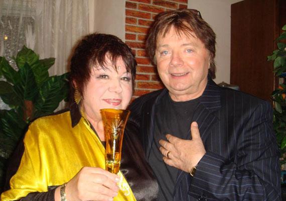 Harangozó Teri nem készült a halálra, egyik legjobb barátjával, Aradszky Lászlóval tervezett fellépni. A 72 éves énekesnő augusztus 22-én került kórházba. Nem tudni biztosan, mikor került kómába, sem azt, mi okozta szeptember 8-i halálát.