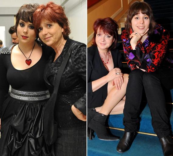 Hernádi Judit A Dal döntőjében a kulisszák mögül szurkolt lánya zenekarának, nem kívánt előtérbe kerülni. Anya és lánya 2010-ben közös darabban is szerepelt, a Nézz rám, anya! című produkciót 2010 áprilisában mutatták be - jobb oldali kép.