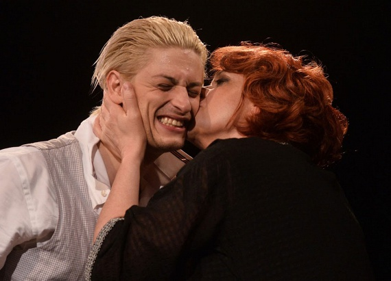 Hernádi Judit mint Madame Cora Lamenaire, illetve Mohai Tamás a fiatal Jean szerepében.