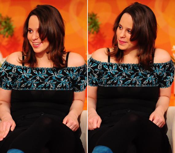 Az RTL Klub 2010-es reggeli beszélgetős műsorában készült fotókon már jól látszik a különbség. A fiatal lánynak igazán jól áll a hosszabb haj és a szoknya.