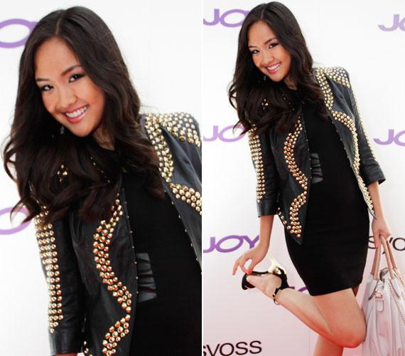 A Joy magazin 15. születésnapját megünneplő partira is egy Rúzsa Magdolna által tervezett összeállításban lépett a fotósok elé: bőrrel kombinált ruhában és arany szegecsekkel kirakott bőrkabátban érkezett.