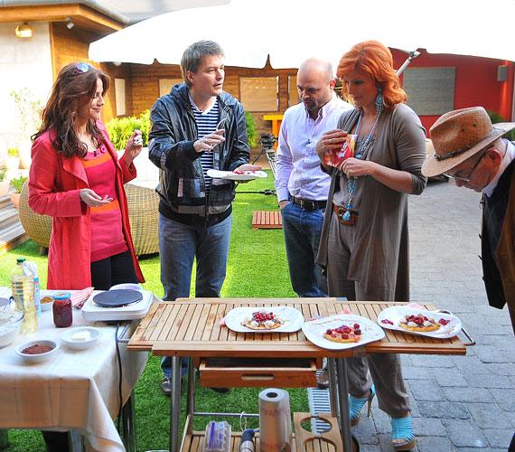 A 40 éves musicalsztár a műsor további vendégeinek, Bodrogi Gyulának és fiának, Ádámnak is jó tippet adott a recepttel.