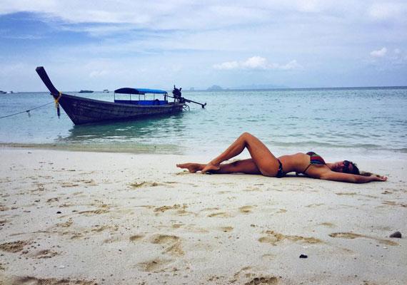 Horváth Éva másfél hete utazott Burmába, de bikinis fotót csak ma posztolt magáról.