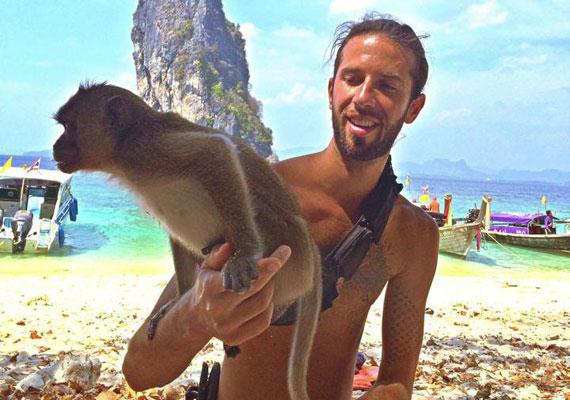 Varga Viktor énekes Thaiföldön nyaralt édesapjával, ahonnan nemcsak számtalan fotóval tért vissza, hanem videobeszámolókat is készített.