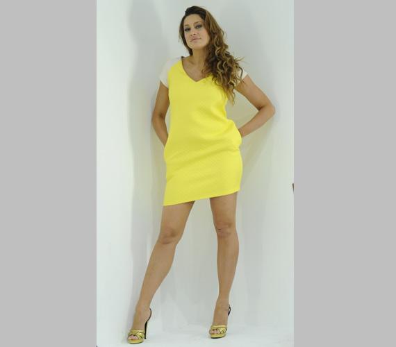 Horváth Éva ezzel a miniruhával nemcsak annak hossza, de sárga színe miatt is emlékezetes maradt.