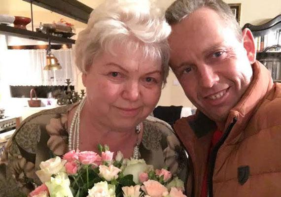 Schobert Norbi mindig büszkén és elismerően szólt az édesanyjáról, aki eleinte nem fogadta el, hogy fia Rubint Rékát vette feleségül, de mára állítólag szent a béke.