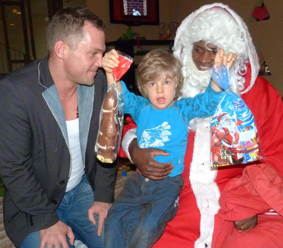 - Úgy tudtam, hogy Afrikában nem ünneplik a mikulást, ezért is volt nagy meglepetés, amikor fiamhoz megérkezett a fekete Télapó - mondta a színész.