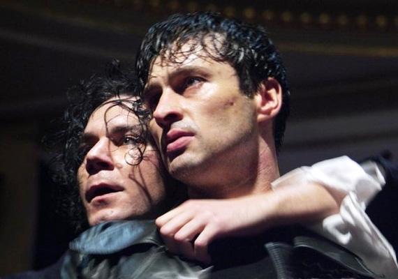 Shakespeare klasszikusában, a Rómeó és Júliában a férfi főszerepet játszotta, partnere Pálfi Katalin.