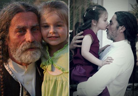 Az idén áprilisban váratlanul elhunyt Bicskey Lukács a többiekhez képest fiatal apukának számított, hiszen 2010 júliusában, pár hónappal a 49. születésnapja előtt ajándékozta meg második felesége egy kislánnyal, Mírával. Két nagyobbik lánya közül a 30 éves Lili Luca táncművész, a 28 éves Zsófia színésznő.