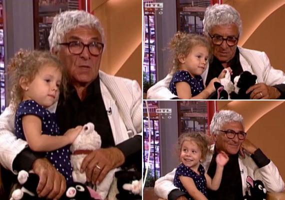 Székhelyi József 65 évesen lett apa, kislánya, Sára 2012 márciusában jött világra. A legidősebb gyereke 40, a legkisebb hároméves: Fruzsi, Niki, Marci, Dani, Bence, Sári, akik között van egy nevelt fia és egy nevelt lánya.