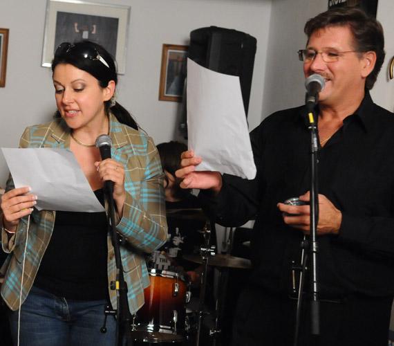 A népszerű színész szívesen játszik a hangjával, amit 2009 nyarán a Vacsoracsatában is megmutatott.