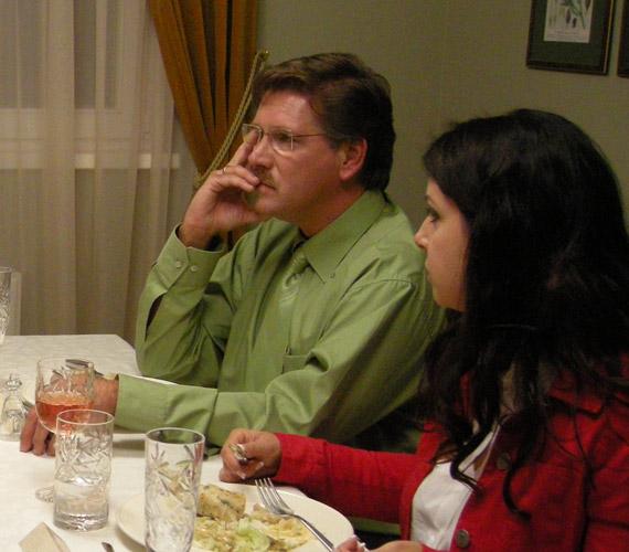 A Vacsoracsata egyik adásában Erdélyi Mónika mellett foglalt helyet az asztalnál.